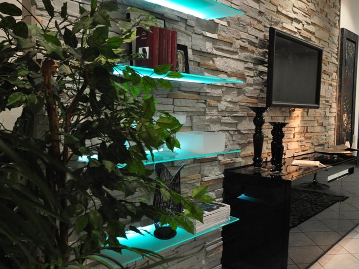 Boiserie in pietra ricostruita boiserie in pietra for Mensole luminose
