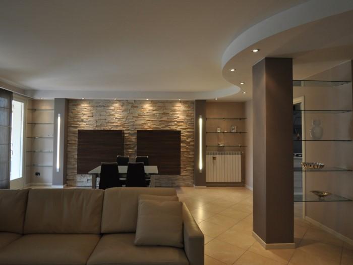 Soggiorno pietra ricostruita idee per il design della casa - Parete rivestita in pietra ...